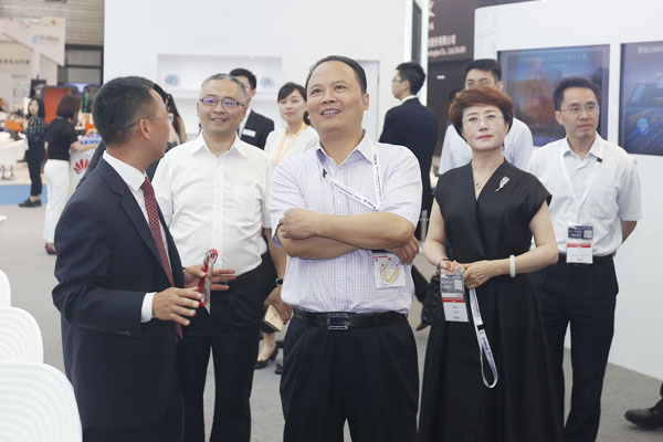Chairman Liu hanyuan Visited and Inspected 2016 Shanghai SNEC Expo